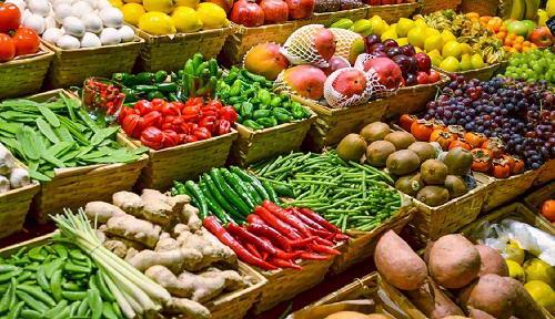 Essa é uma pequena área de uma grande feira com milhares de opções vegetais para você comprar e deliciar