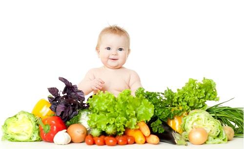 Bebês vegetarianos e veganos não sofrem subnutrição por causa da ausência de produtos animais. A imprensa é insiste em associar preconceituosamente veganismo e desnutrição infantil