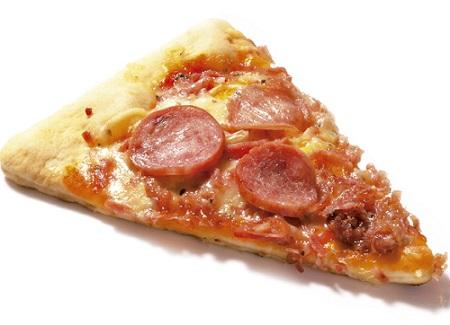 Fatia de pizza de calabresa não vegana. Se ela ainda seduz você, é hora de prestar atenção em como veganizar seus sentidos