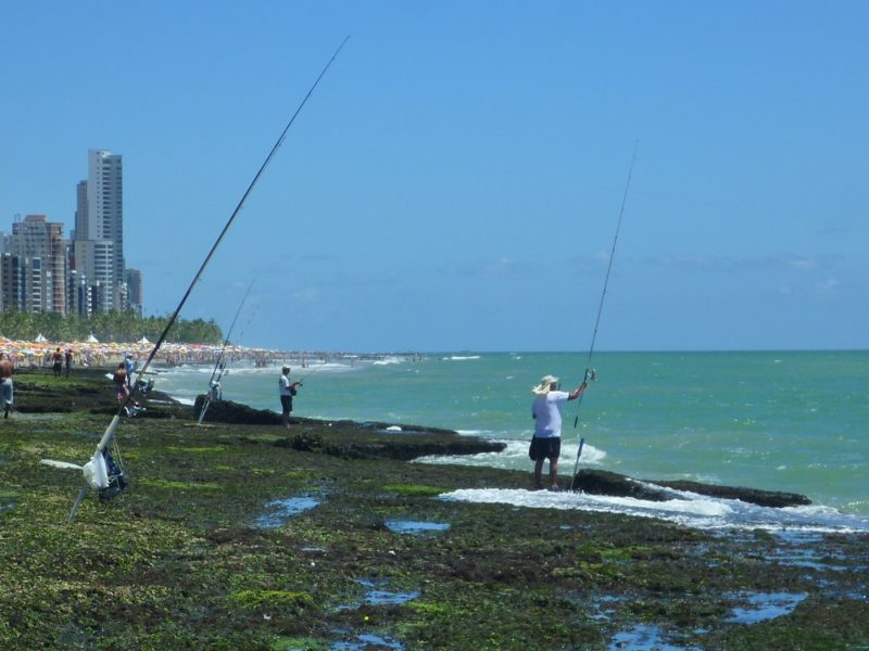 Mais pescadores na praia de Boa Viagem